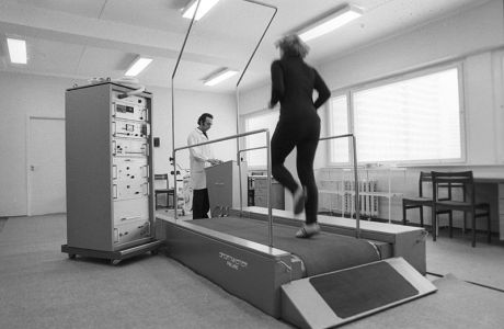 800px-RIAN_archive_555848_Testing_on_treadmill