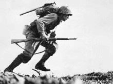 US_Marine_charges_through_Japanese_machine_gun_fire_on_Okinawa